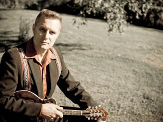 Jussi Syren on tehnyt pitkän ja ansiokkaan työn musiikin parissa.