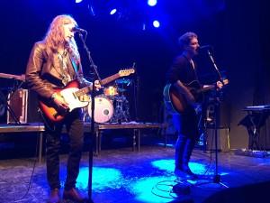 Elias Gould (oik.) ja Pekka Nisu soittivat duo-keikan.