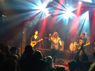 Ellinoora esiintyi bändinsä kanssa Tavastia-klubilla.