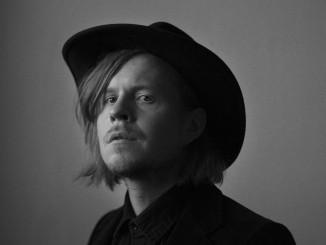 Antti Pouta on tuttu Pariisin Kevät yhtyeestä. Nyt hän on julkaissut upeaa omaa musiikkia.