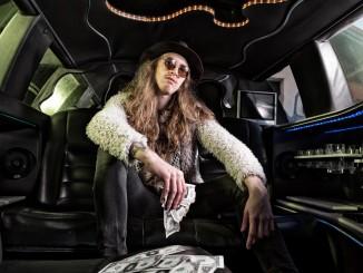 """Kuvassa yhtyeen suuriin  rock-staroihin lukeutuva Kassi Lasoli. Kuva: Keijo """"Keke"""" Penttinen Ps-Studio"""