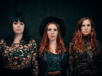 Iron Country Sistersin ytimen muodostavat Rautamaan siskokset Julia, Silja ja Paula.  Kuvaaja: Antti Kokkola