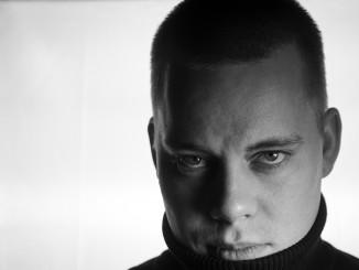 Ari Latvala operoi artistinimellä Mustaa. Kuvaaja: Arash Sammander