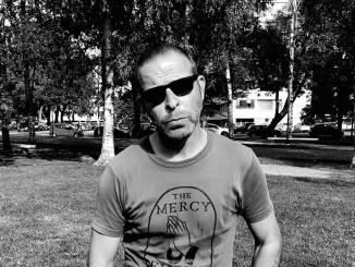 Monilahjakkuus Stefan Lindfors on tehnyt uuden musiikkivideon Solju-yhtyeelle. Kuva: Mari Varjonen