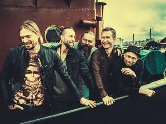 """Petri """"Pete"""" Walli saa pian arvoisensa juhlakeikat, kun entiset bänditoverit Jukka Jylli ja Sami Kuoppamäki juhlivat kitaristin muistoa kiertueella yhdessä Von Hertzen Brothersin kanssa."""