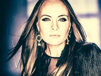 Näyttelijä ja laulaja Netta Laurenne on uuden Smackbound-yhtyeen keulakuva.